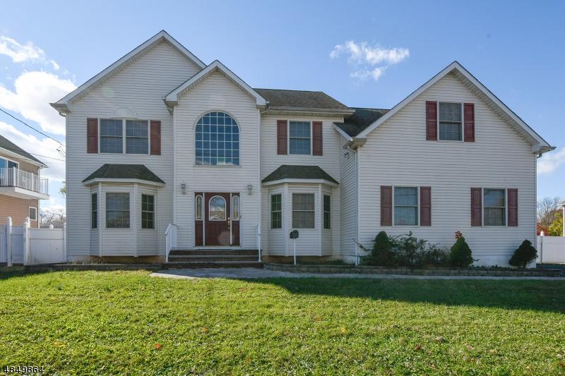 Частный односемейный дом для того Продажа на 1106 S WASHINGTON Avenue Piscataway, Нью-Джерси 08854 Соединенные Штаты