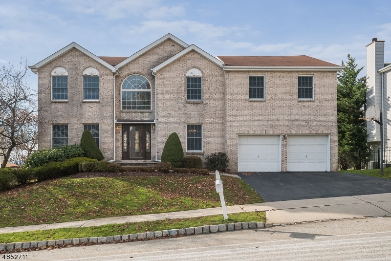 Single Family Home for Sale at 8 FOXBORO RD 8 FOXBORO RD Wayne, New Jersey 07470 United States