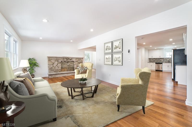 Enfamiljshus för Försäljning vid 107 LAKE Drive Byram Township, New Jersey 07874 Förenta staterna