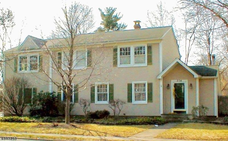 Частный односемейный дом для того Продажа на 274 WYCKOFF Avenue Waldwick, Нью-Джерси 07463 Соединенные Штаты