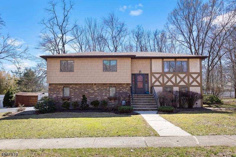 Частный односемейный дом для того Продажа на Address Not Available Waldwick, Нью-Джерси 07463 Соединенные Штаты