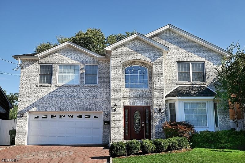 Single Family Homes für Verkauf beim Linden, New Jersey 07036 Vereinigte Staaten
