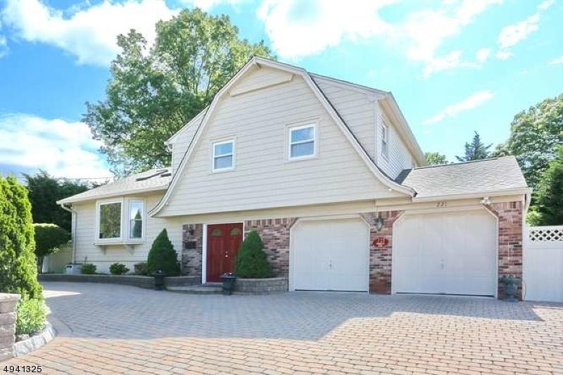 Single Family Homes för Försäljning vid Emerson, New Jersey 07630 Förenta staterna