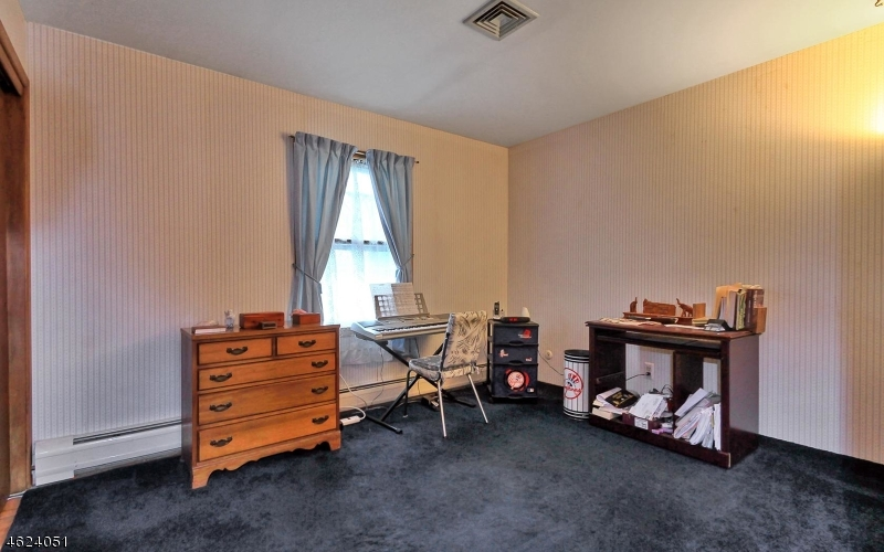 Additional photo for property listing at 367 Virginia Street  Wyckoff, Nueva Jersey 07481 Estados Unidos