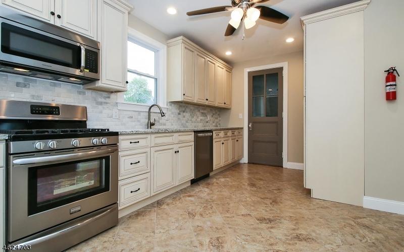 Additional photo for property listing at 256-258 StreetILES Street  Elizabeth, 新泽西州 07208 美国