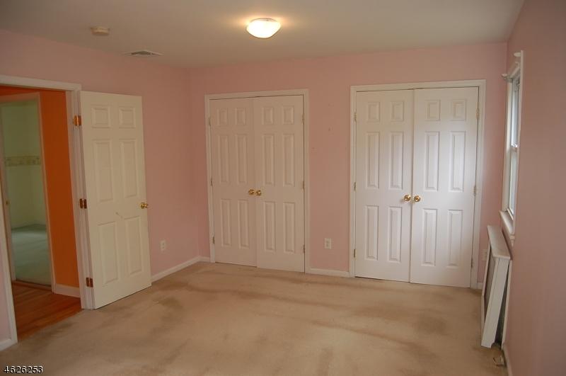 Additional photo for property listing at 39 Shawnee Avenue  Rockaway, 新泽西州 07866 美国