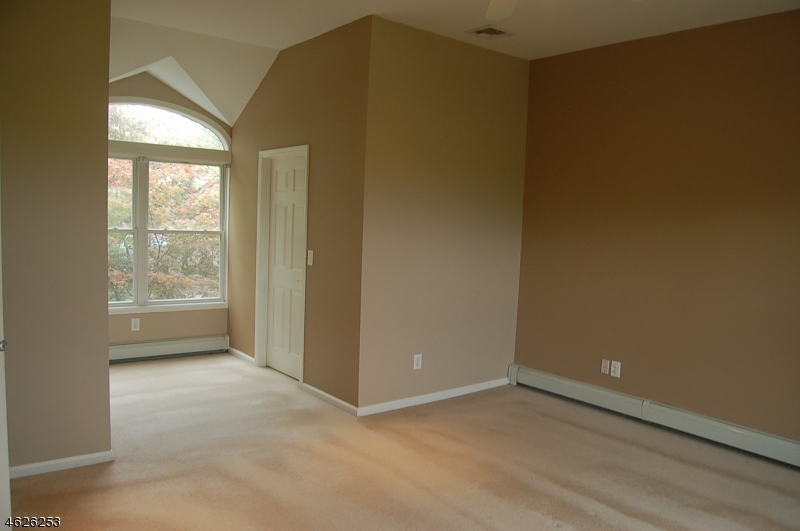 Additional photo for property listing at 39 Shawnee Avenue  Rockaway, Нью-Джерси 07866 Соединенные Штаты