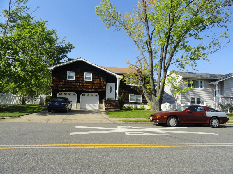 Частный односемейный дом для того Продажа на 19 Woodbridge Avenue Sewaren, 07077 Соединенные Штаты