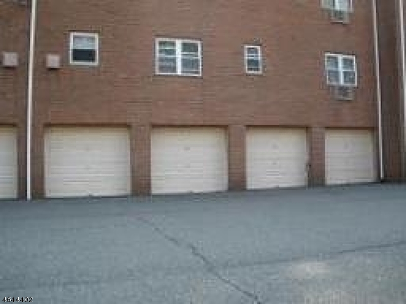 Additional photo for property listing at 2467 ROUTE 10--Bldg. 4Apt 3B  Morris Plains, New Jersey 07950 United States