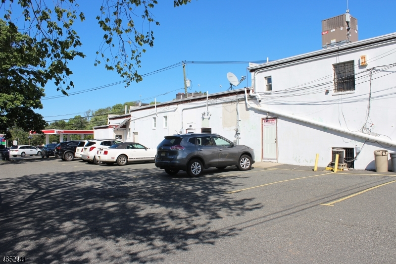 Additional photo for property listing at 342 Pompton Avenue  Cedar Grove, Нью-Джерси 07009 Соединенные Штаты