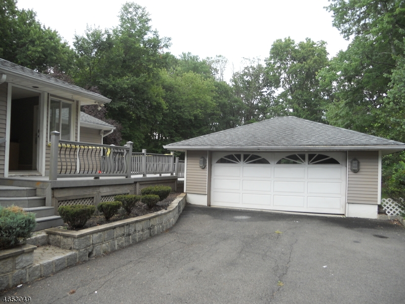 Additional photo for property listing at 25 Pettee Avenue  Haledon, New Jersey 07508 United States