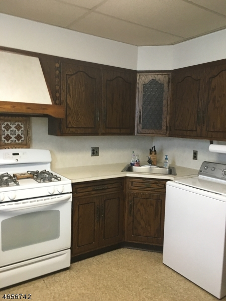 Additional photo for property listing at 195 North 15th Street  Bloomfield, Нью-Джерси 07003 Соединенные Штаты