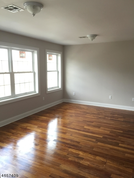 Additional photo for property listing at 22 Maple Street  Bloomfield, Nueva Jersey 07003 Estados Unidos