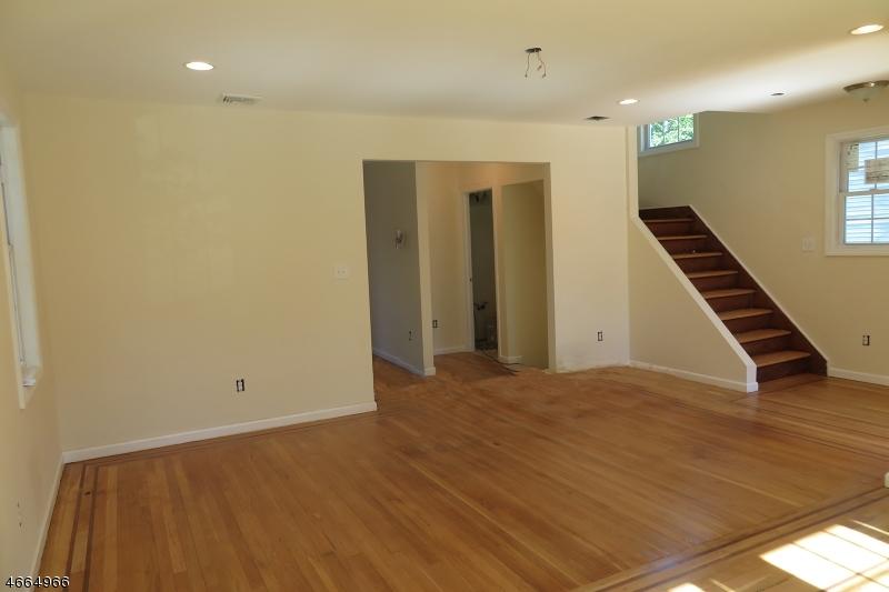 独户住宅 为 销售 在 537 Oritani Place 蒂内克市, 07666 美国