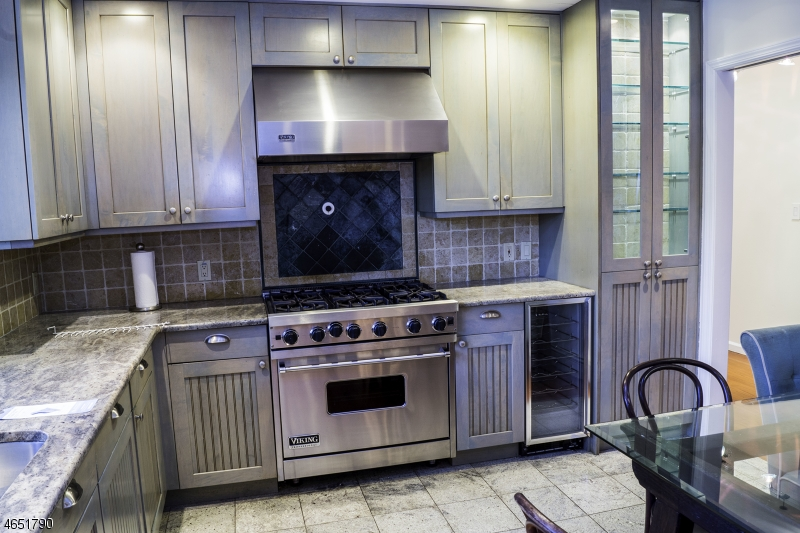 Additional photo for property listing at 4 Jensen Court  Chatham, New Jersey 07928 United States