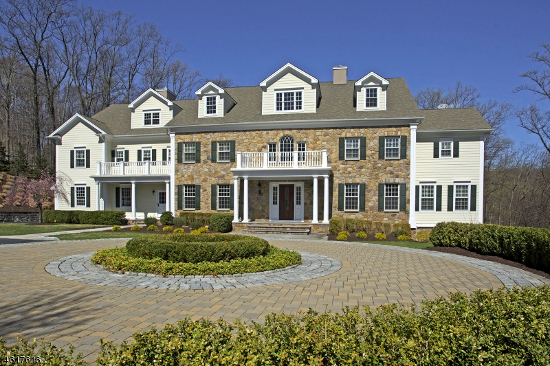 Частный односемейный дом для того Продажа на 67 Charles Road Bernardsville, 07924 Соединенные Штаты