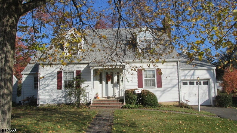 Maison unifamiliale pour l Vente à 275 NORTH METAPE Circle Bound Brook, New Jersey 08805 États-Unis