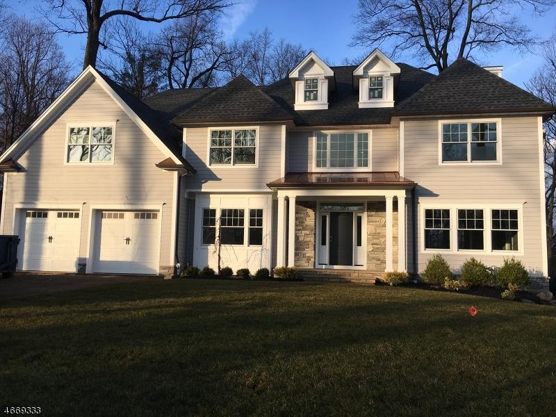 Maison unifamiliale pour l Vente à 70 Lenape Lane Berkeley Heights, New Jersey 07922 États-Unis