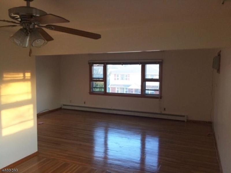 Частный односемейный дом для того Аренда на Address Not Available Elmwood Park, Нью-Джерси 07407 Соединенные Штаты