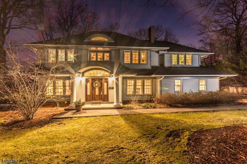 独户住宅 为 销售 在 1070 Lawrence Avenue 韦斯特菲尔德, 07090 美国