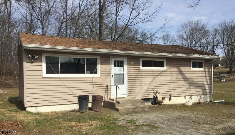 Enfamiljshus för Försäljning vid 30 Arthur Avenue Andover, New Jersey 07821 Förenta staterna
