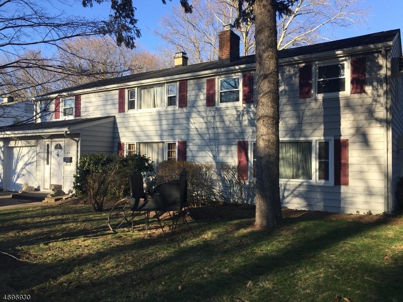 Частный односемейный дом для того Продажа на 23 Duncan Street Waldwick, Нью-Джерси 07463 Соединенные Штаты