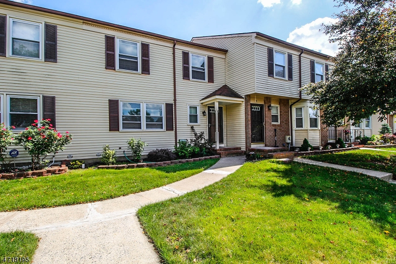 Single Family Home for Sale at 10 Fern Ct Sayreville, New Jersey 08872 United States