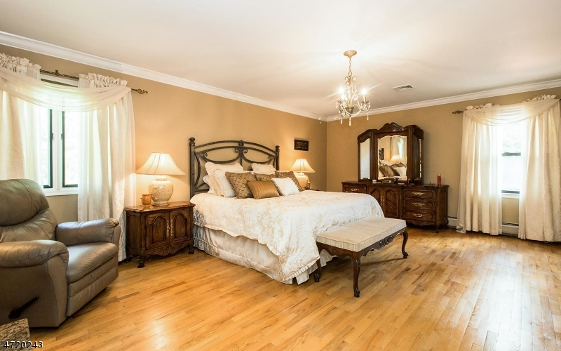 Additional photo for property listing at 1 Heather Drive  East Hanover, New Jersey 07936 Hoa Kỳ