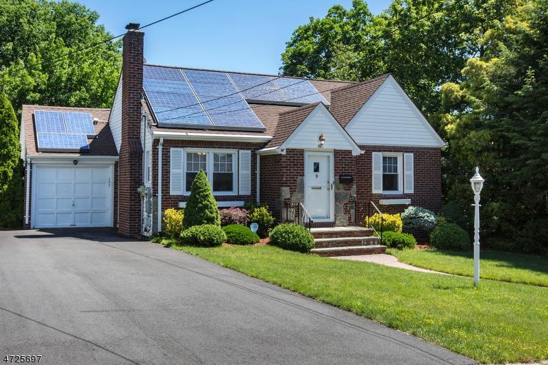Maison unifamiliale pour l Vente à 85 Edgewood Place Maywood, New Jersey 07607 États-Unis