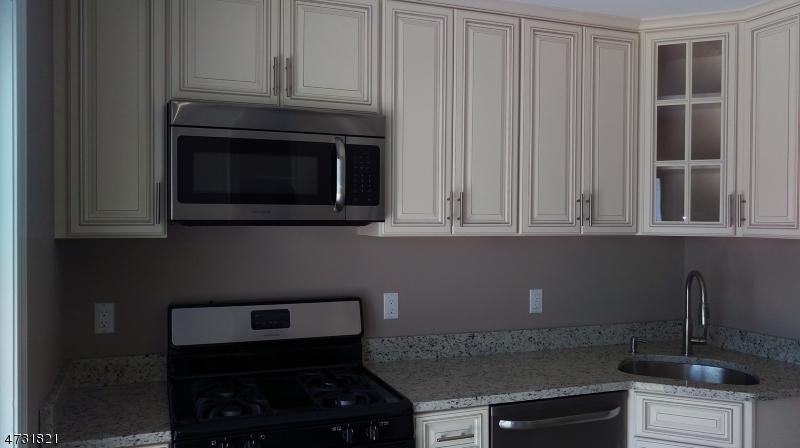 Maison unifamiliale pour l Vente à 26 Blue Ridge Road Lodi, New Jersey 07644 États-Unis