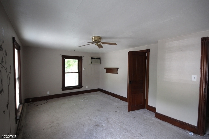 Additional photo for property listing at 101-103 PHILHOWER Avenue 101-103 PHILHOWER Avenue Califon, New Jersey 07830 États-Unis