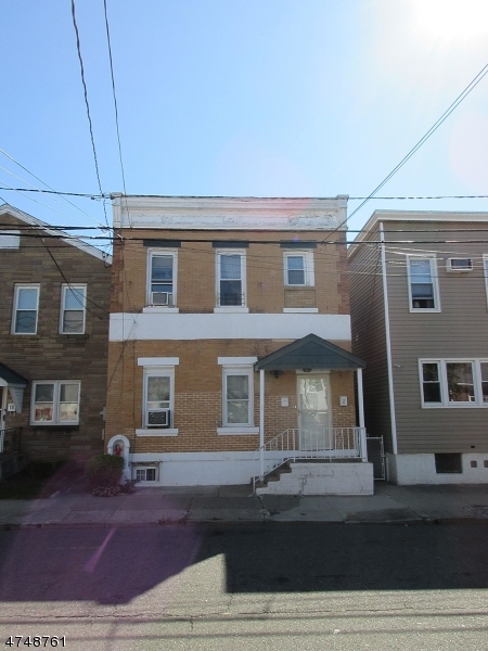 Многосемейный дом для того Продажа на 8 Irving Place Garfield, Нью-Джерси 07026 Соединенные Штаты
