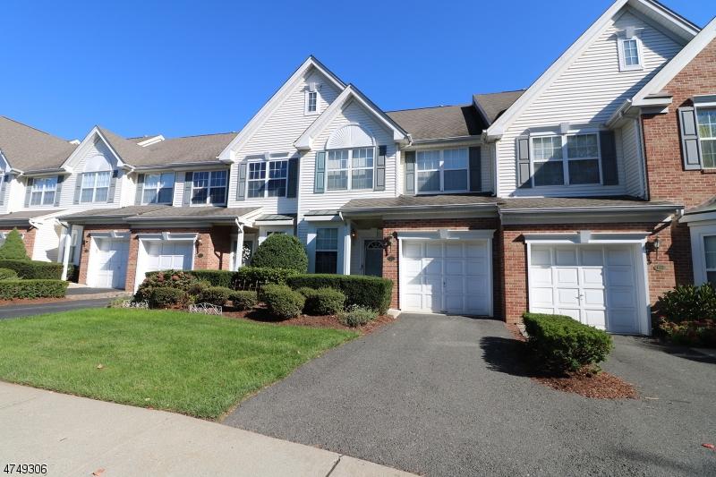 Einfamilienhaus für Verkauf beim 121 Barclay Drive 121 Barclay Drive Nutley, New Jersey 07110 Vereinigte Staaten