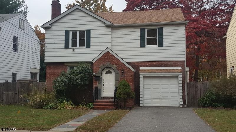 独户住宅 为 销售 在 982 Allan Court 蒂内克市, 新泽西州 07666 美国