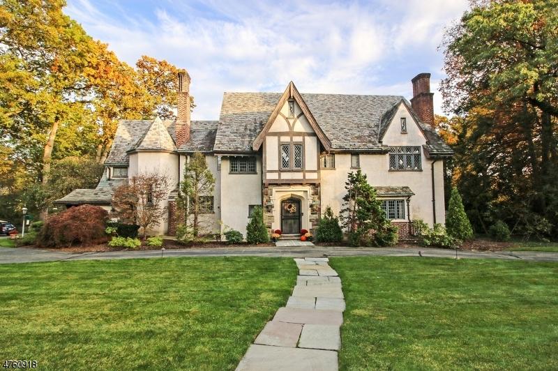 Maison unifamiliale pour l Vente à 401 Mountain Avenue Ridgewood, New Jersey 07450 États-Unis