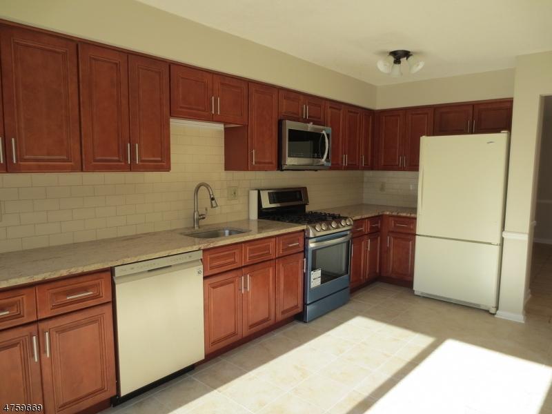 独户住宅 为 出租 在 607 Bayley Court 布里奇沃特, 新泽西州 08807 美国
