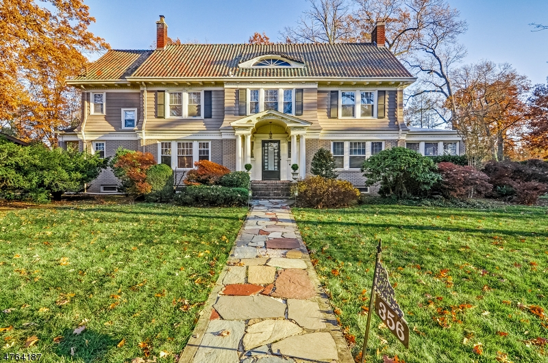 Maison unifamiliale pour l Vente à 356 Grove Road South Orange, New Jersey 07079 États-Unis