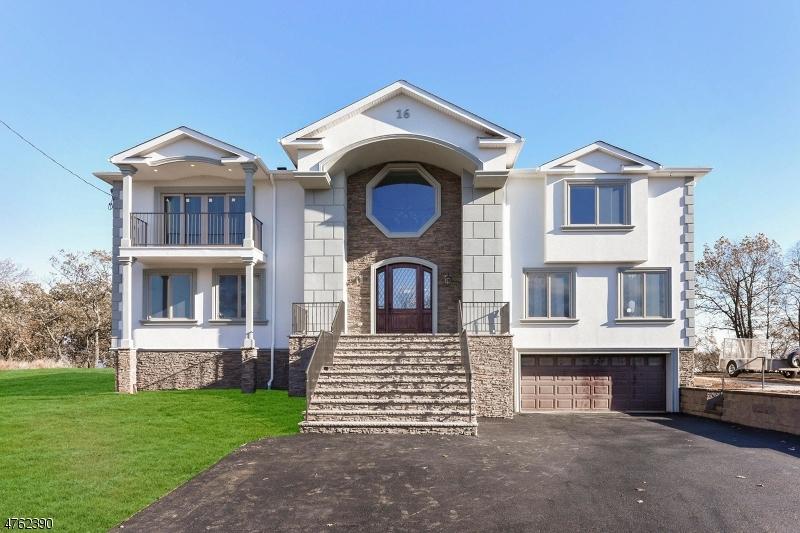Частный односемейный дом для того Продажа на 16 Ridge Road North Haledon, Нью-Джерси 07031 Соединенные Штаты
