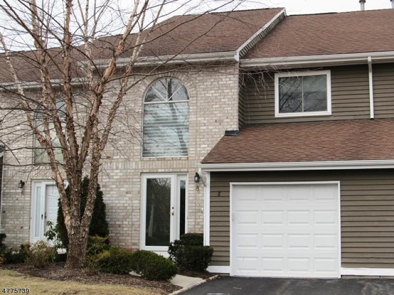 Частный односемейный дом для того Аренда на 8 Kingsbridge Drive East Hanover, Нью-Джерси 07936 Соединенные Штаты