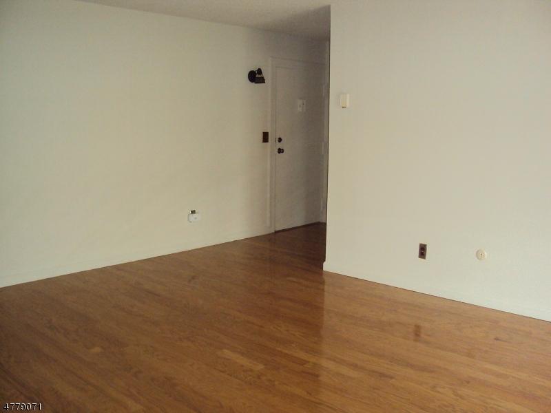 Casa Unifamiliar por un Alquiler en 530 Fairview Ave, 106 Westwood, Nueva Jersey 07675 Estados Unidos