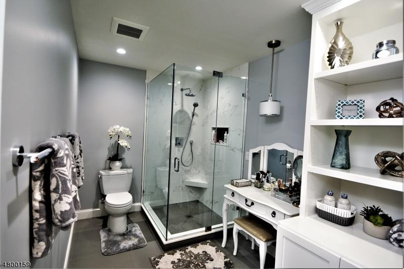 マンション / タウンハウス のために 売買 アット 300 Gorge Rd, APT 24 Cliffside Park, ニュージャージー 07010 アメリカ合衆国