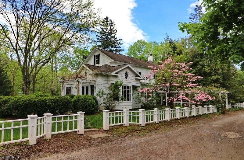 Enfamiljshus för Hyra vid 490 S MAPLE Avenue Bernards Township, New Jersey 07920 Usa