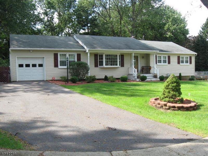Property por un Venta en 19 BROWNING Court Lopatcong, Nueva Jersey 08865 Estados Unidos