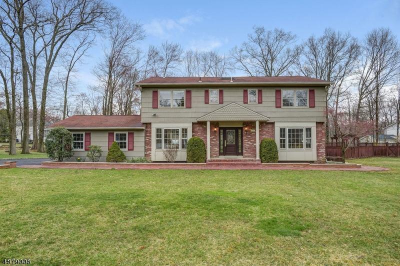 Частный односемейный дом для того Продажа на 23 ALANON Street Hanover, Нью-Джерси 07981 Соединенные Штаты