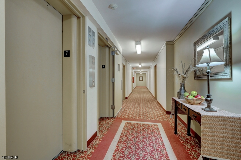 Additional photo for property listing at  Glen Ridge, New Jersey 07028 États-Unis