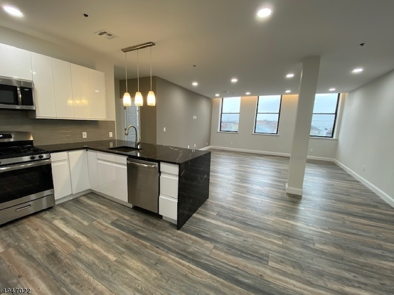 Condo / Townhouse for Rent at Newark, New Jersey 07105 United States