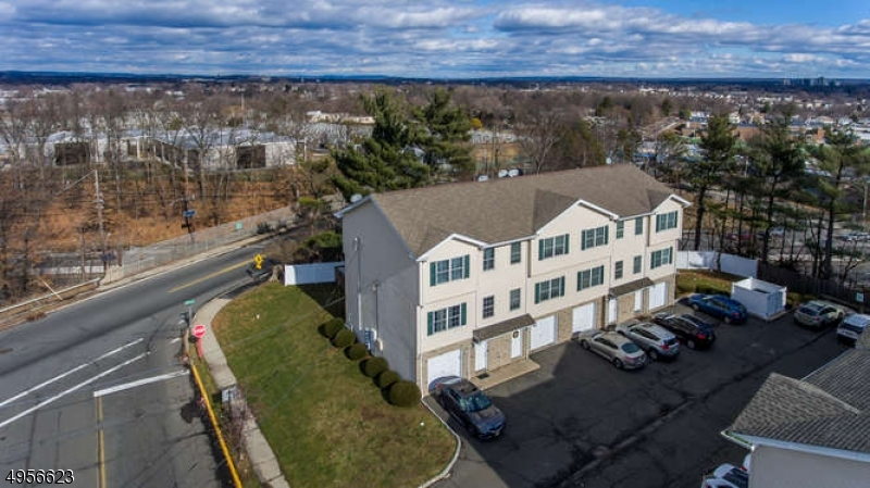 Condominio / Townhouse per Vendita alle ore 596 HARRISON AVE UNIT 2 Lodi, New Jersey 07644 Stati Uniti