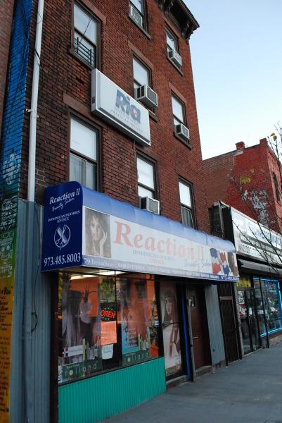 Commercial pour l Vente à 79 Broadway Newark, New Jersey 07104 États-Unis