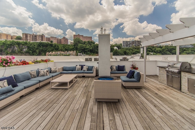 Additional photo for property listing at 15 SOMERSET Lane  Edgewater, Nueva Jersey 07020 Estados Unidos
