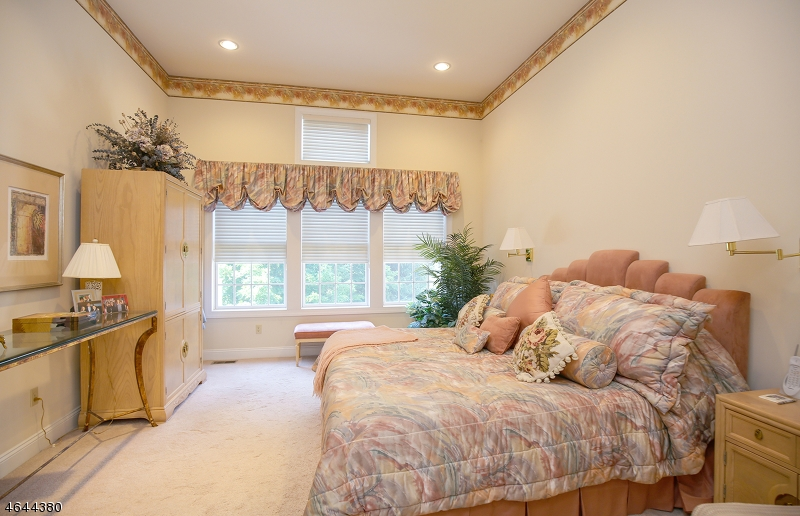 Additional photo for property listing at 15 Schindler Way  Fairfield, Nueva Jersey 07004 Estados Unidos